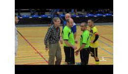 Embedded thumbnail for Zaalwachter De Komeet in Lier Flipt en laat Futsal wedstrijd stilleggen nog voor ze kan beginnen....